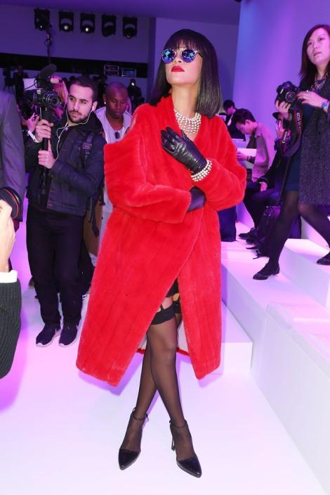 Rhianna Lady in Red